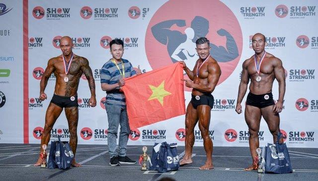 Winners of Men's Classic Physique Masters (Over 40 Years Old) at the Show of Strength 2018